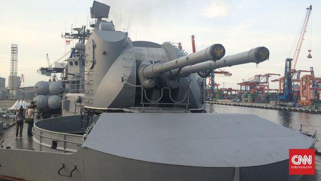 Kapal perusak berpeluru kendali Amerika Serikat USS Barry dilaporkan melintasi Selat Taiwan dan memancing emosi China.