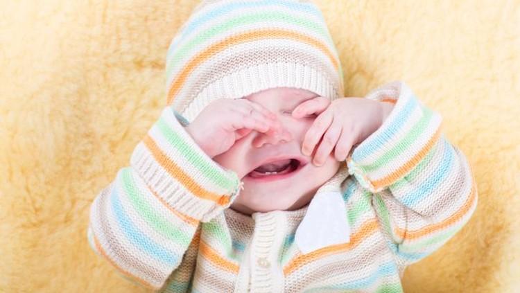 Bayi menangis nih. Hmm, dia lagi lapar, kesakitan atau kecapekan ya?