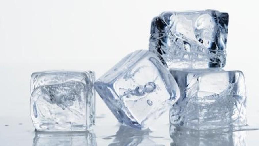 Cara Bedakan Es Batu Air Mentah dan Air Matang, Ternyata Gampang