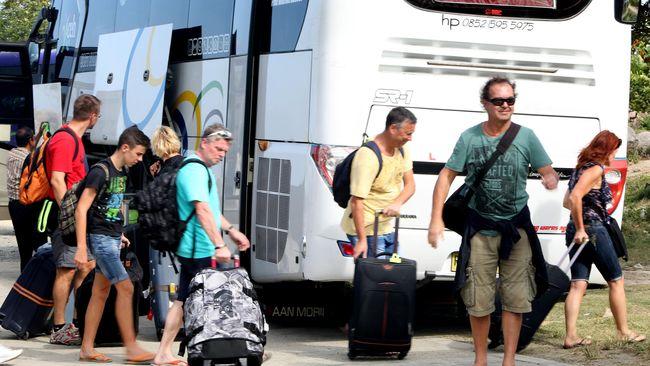 Wapres Jusuf Kalla khawatir kalau kebijakan bebas visa bukannya malah mendatangkan wisatawan, melainkan pekerja asing ilegal.