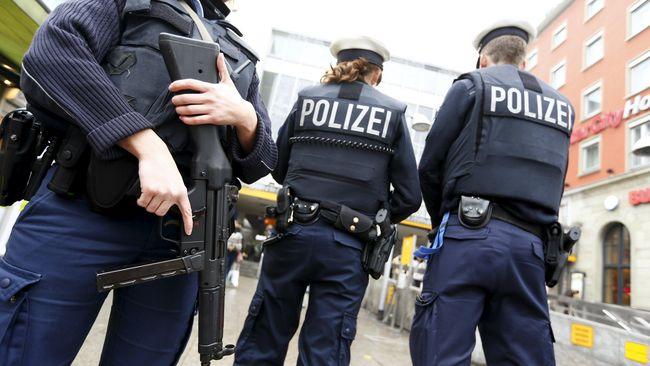 Kepolisian Jerman menggeledah sejumlah tempat diduga berkaitan dengan kelompok ekstrem kanan, karena terlibat kerusuhan dan gerakan neo-Nazi.
