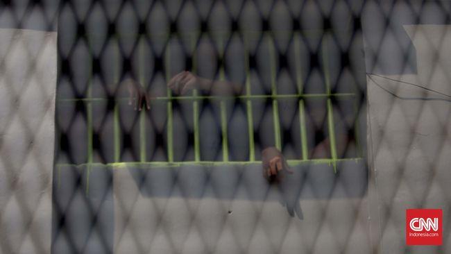 Pengamat Terorisme dari UI, Ali Abdullah menyebut deradikalisasi dalam penjara tidak efektif, justru bisa membuat napi teroris terus memikirkan paham radikal.