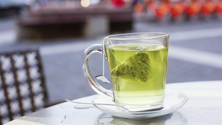 Merupakan minuman yang menyegarkan, ternyata teh dapat diperoleh dari tanaman lain, yakni daun kelor yang bermanfaat untuk kesehatan lho Bun.