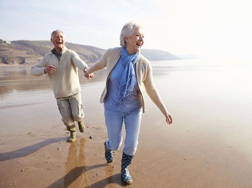 5 Alasan Sehat untuk Bergandengan Tangan dengan Pasangan
