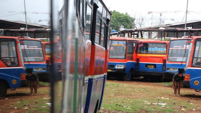 Sejumlah pengusaha Metromini memilih bergabung ke PT Transjakarta melalui Minitrans. Modal besar dan sederet konsekuensi membayangi mereka.