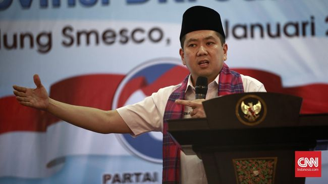 Politikus Hary Tanoesoedibjo melaporkan Jaksa Agung Muhammad Prasetyo dan jaksa Yulianto ke Mabes Polri atas tuduhan pencemaran nama baik.