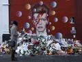 Sebelum Lelang, Koleksi Seni David Bowie Dipamerkan