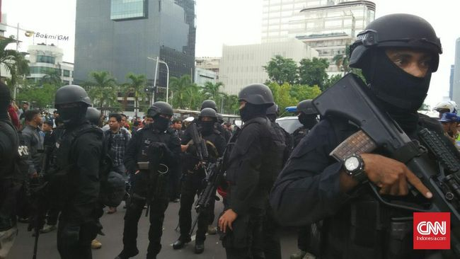 Menteri Tjahjo mengatakan, telah membahas kewaspadaan dan deteksi dini di wilayah lain di Indonesia pasca ledakan di Thamrin.