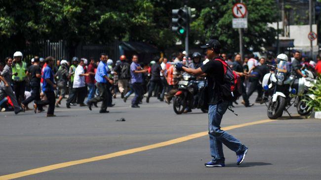 Media pemberitaan ISIS mengklaim, mereka adalah pelaku serangan bom di MH Thamrin, Jakarta. Mereka menargetkan warga asing dan aparat keamanan.