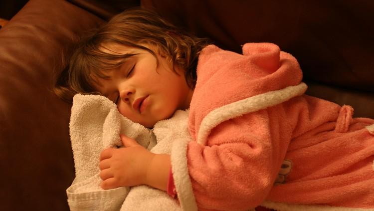 Di Buenos Aires, Argentina, para balita terbiasa tidur tengah malam lho, Bun. Jadi jangan kaget kalau melihat anak-anak disana kuat begadang, ya.