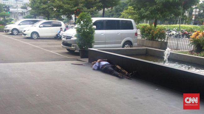 Sebuah ledakan terjadi di dekat sebuah Pos Polisi di bilangan Sarinah, Jakarta Pusat, Kamis (14/1), sekitar pukul 10.50 WIB.
