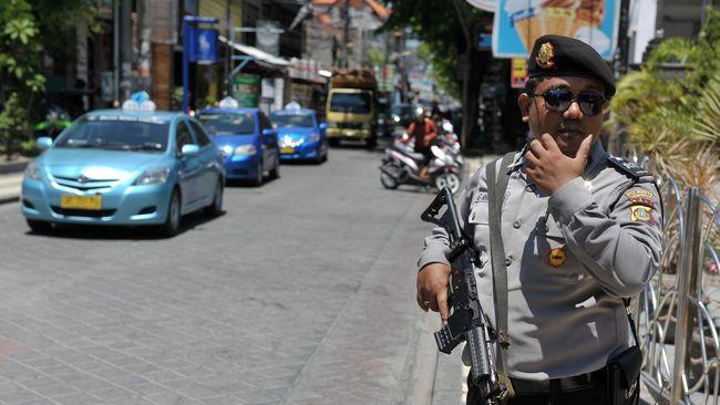 Polisi memburu seorang yang masuk daftar pencarian orang (DPO) dalam kasus kepemilikan senjata api ilegal pemilik Lamborghini.