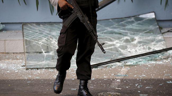 Polda Jambi menyebut tiga anggota TNI dan dua personel Polri turut menjadi korban dalam bentrokan dua kelompok serikat pekerja di Jambi terkait sengketa lahan.