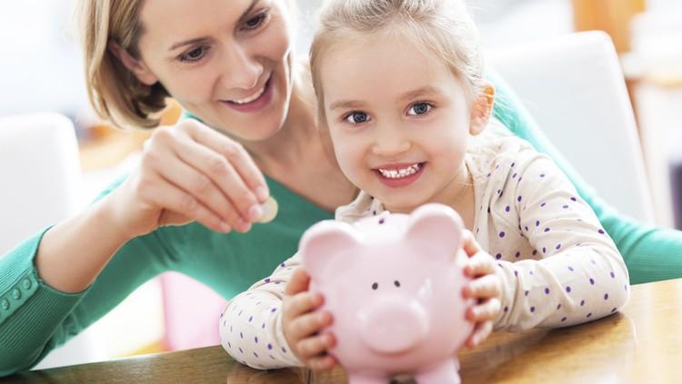 Bun, Bun, cara ibu ini kreatif banget deh untuk mengajarkan anaknya yang masih balita soal mengelola keuangan.