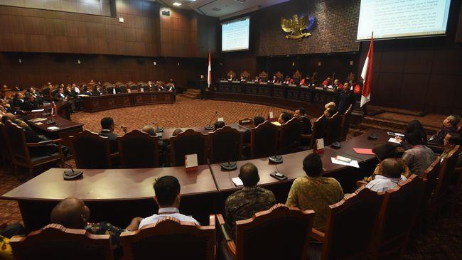 Ada tujuh perkara gugatan atas UU KPK yang putusannya dibacakan Mahkamah Konstitusi, Selasa (4/5).