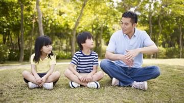 Hai Ayah, Sudahkah Ajarkan Keterampilan Dasar Kehidupan ke Anak?