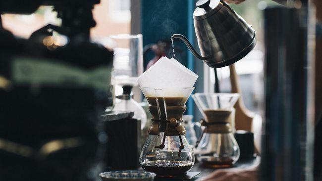 Samurai Coffee di Jakarta Barat punya konsep unik yang berbeda dengan kafe pada umumnya. Salah satu menu yang ditawarkan adalah kopi pengundang kantuk.
