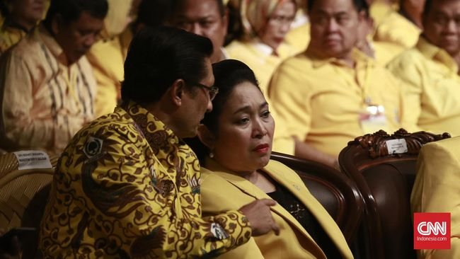 Motif Titiek Soeharto mencalonkan diri sebagai Ketua Umum dinilai hanya untuk meraih posisi lebih baik di DPP Partai Golkar.