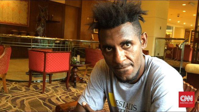 Presiden Klub Persipura Jayapura, Benhur Tomi Mano mengklaim ada keinginan dari pemain asal Sorong, Papua, Yanto Basna untuk bergabung dengan Mutiara Hitam.