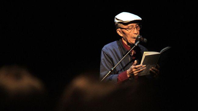 Sang penulis menyelesaikan puisi Dongeng Marsinah sembari marah-marah. Tak heran jika baru rampung setelah tiga tahun.