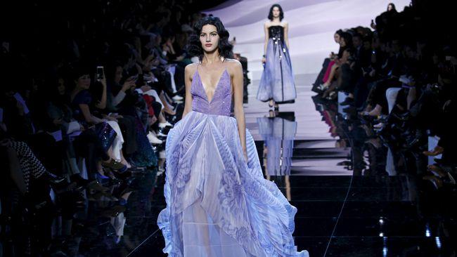 Pekan Mode menjadi arena yang tepat bagi para desainer untuk merayakan gaya terkini sekaligus menarik perhatian publik.
