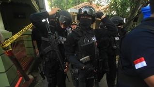 Densus 88 Tangkap Empat Warga di Maluku Tengah