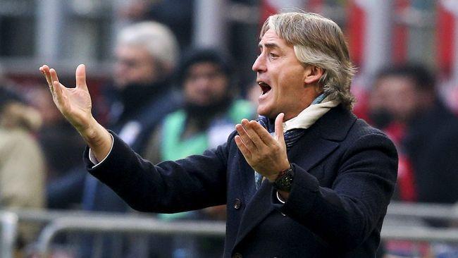 Timnas Italia menjalani sesi latihan yang berbeda di bawah arahan Roberto Mancini dengan lantunan lagu dari grup musik tenar untuk memompa semangat tim.