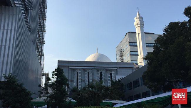 Jokowi sempat terkejut ketika datang ke Jakarta dan masuk ke Masjid Istiqlal yang ternyata milik nasional dan bukan Pemprov DKI.