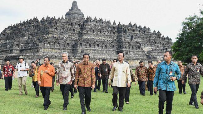 Candi Borobudur Dikunjungi 3 7 Juta Wisatawan Selama 2016
