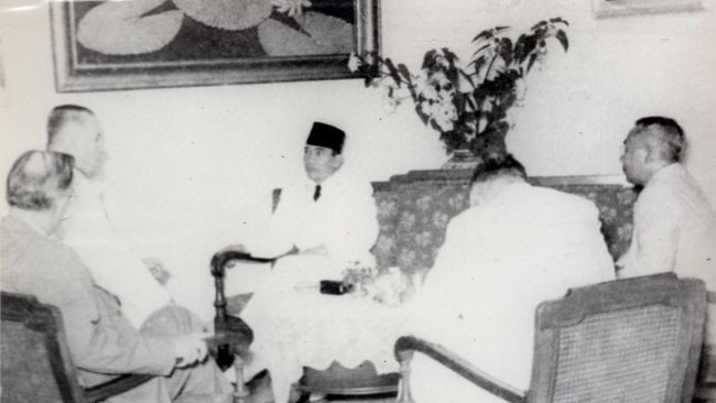 Mantan Presiden Soekarno sudah meramalkan pertumbuhan ekonomi dan populasi di Provinsi Jakarta dan Pulau Jawa tidak akan terkendali sejak 1957 silam.