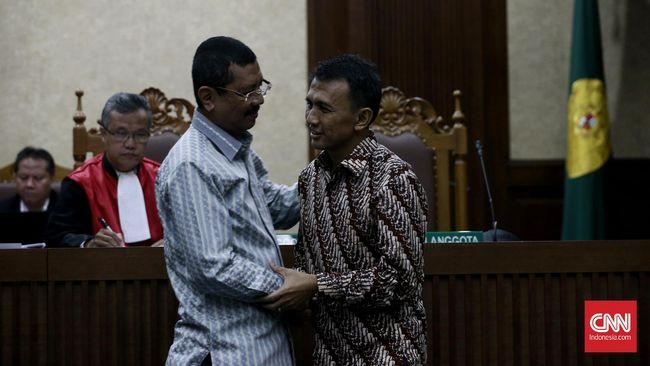 Di depan hakim Tipikor, Plt Gubernur Sumut Tengku Erry Nuradi mengaku tidak pernah berbicara empat mata dengan Gubernur Sumut nonaktif, Gatot Pudjo.