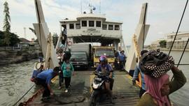 Kapal Feri Tujuan Baubau Terombang-ambing Akibat Cuaca Buruk