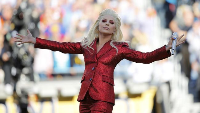 Lady Gaga mengaku kaget ketika dalam persiapan syuting 'A Star Is Born', Bradley Cooper benar-benar bisa bernyanyi.