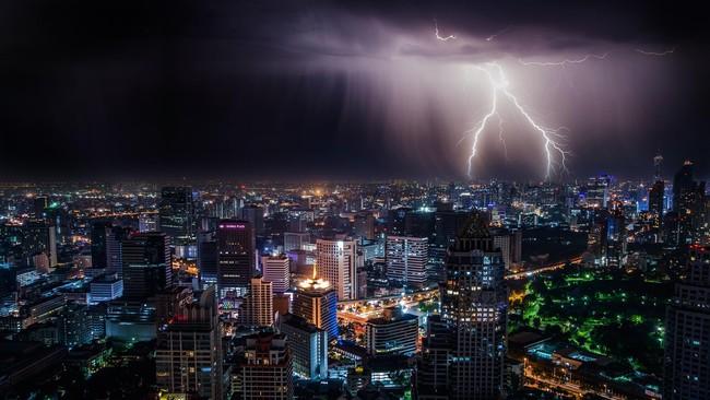 Peringatan Dini Cuaca Ekstrem, DKI Siaga Sejak Rabu Malam