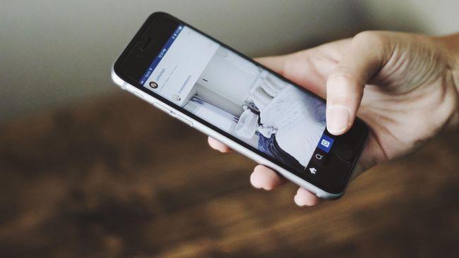 Studi menyebut, paparan cahaya buatan dari ponsel di malam hari dapat mengganggu ritme hormon dan menyebabkan lonjakan kadar gula darah.