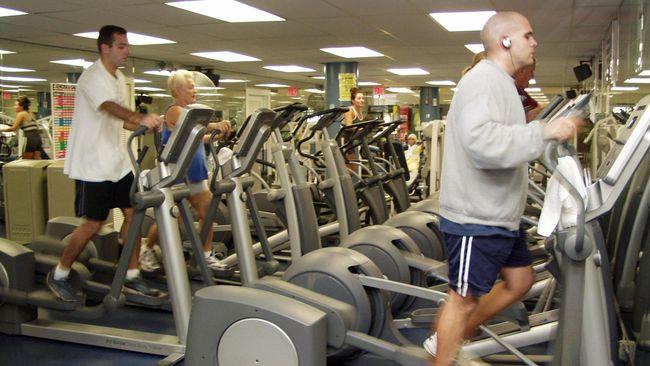 Olahraga di gym yang memeras keringat biasa dilakukan untuk menurunkan berat badan. Tapi bisakah menurunkan berat badan hanya dengan bersantai?
