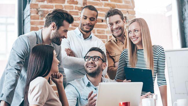 Setidaknya ada 10 alasan yang menyebabkan mengapa rekan kerja Anda dapat menjadi sahabat terbaik dalam hidup.