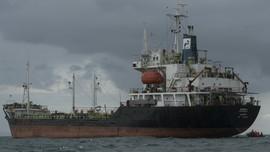 Tanker Minyak Terbakar di Lepas Pantai Suriah