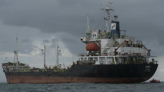 Harga minyak mentah dunia naik didorong oleh kebijakan AS yang menambah stimulus ekonomi untuk atasi pandemi corona.