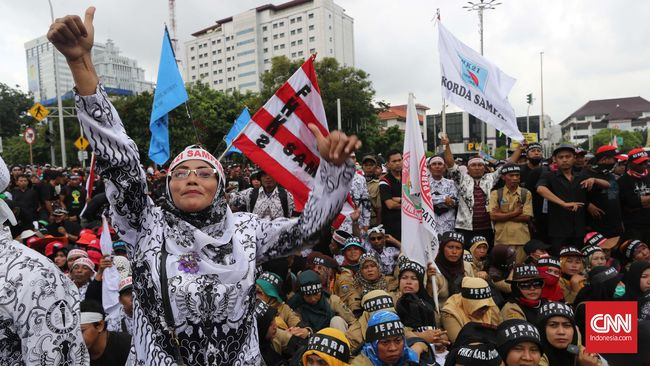 Lembaga Pendidikan Ma'arif PBNU menyebut Indonesia masih kekurangan 1,3 juta guru. Sementara pemerintah hanya akan mengangkat 1 juta PPPK.