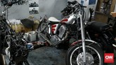Lesunya industri otomotif menjadi berkah pebengkel modifikasi motor bermodal kreativitas. Saatnya menikmati