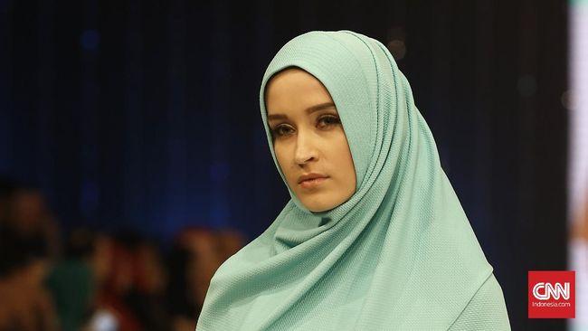 Tips Jaga Kelembapan Rambut Wanita Berhijab