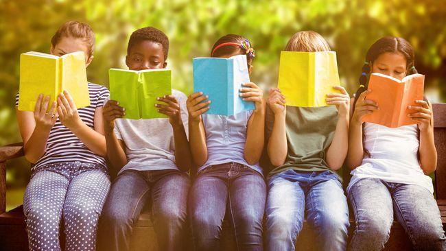 Bagaimana caranya agar buku yang Anda beli bisa berguna tapi tidak membuat anak jenuh? Berikut langkah-langkah yang bisa Anda lakukan.