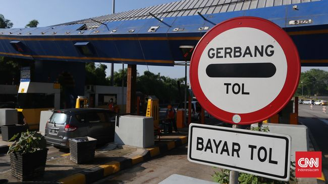 Gardu tol Halim mengalami kerusakan setelah ditabrak truk kontainer, Rabu (29/1) pukul 12.35 WIB.