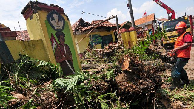 Kementerian Keuangan menyatakan APBN sejauh ini masih cukup untuk memenuhi kebutuhan anggaran penanganan bencana di dalam negeri.