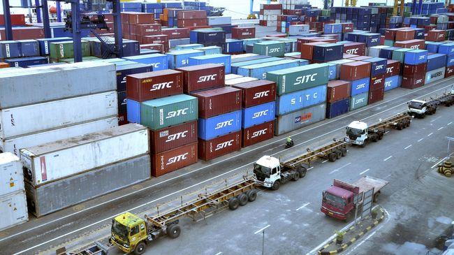 Para ekonom meramalkan perang dagang yang dilancarkan Amerika Serikat pada China akan menggerus ekspor Negeri Tirai Bambu 8-9 persen pada September tahun ini.