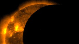 Ada Lubang Raksasa Tumbuh di Permukaan Matahari