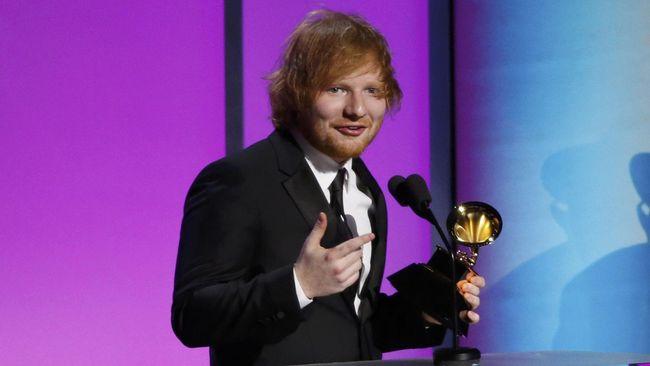 Ed Sheeran mengungkapkan ketertarikan menggarap lagu tema film James Bond terbaru. Pada 2017, pihaknya menyebut telah bertemu produser film No Time To Die itu.