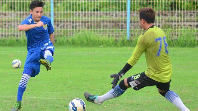 Gelandang Persib Bandung Kim Jeffrey Kurniawan mendapat kesempatan bermain selama sekitar 30 menit di laga uji coba, Rabu (5/9).