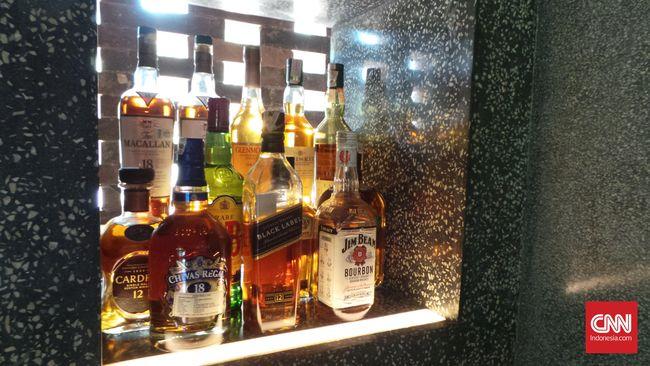 Menteri Keuangan Sri Mulyani memutuskan untuk menghambat impor minuman keras dengan memberlakukan tarif PPh impor 7,5 persen atas produk tersebut.
